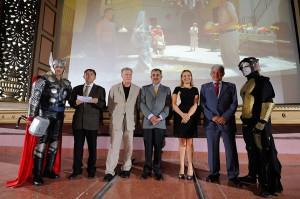 Eladio Fraga, en el centro, el día de la inauguración de la nueva etapa del Cine Víctor
